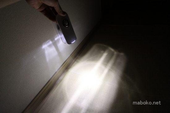 ニトリ LEDセンサーライト 懐中電灯 点灯